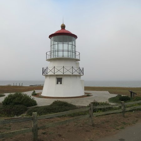 The Tides Inn of Shelter Cove : Lighthouse near The Tides Inn