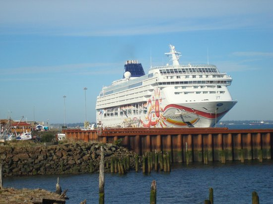 Cruise Ship Docks Nearby - Picture Of Cannery Pier Hotel Astoria - TripAdvisor