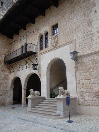 Palau de l'Almudaina : Cour et montée vers les salles