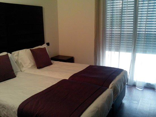 D-Place Aparthotel & Suite: 2a camera matrimoniale, app. 932.