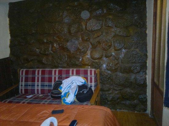 Samay Wasi Youth Hostels Cusco: sofa de la habitacion