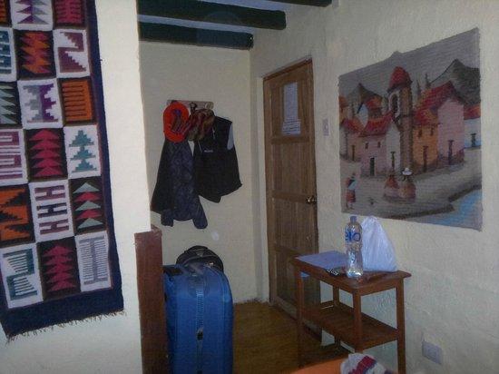 Samay Wasi Youth Hostels Cusco: entrada habitacion