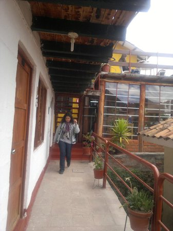 Samay Wasi Youth Hostels Cusco: galeria hacia la habitacion