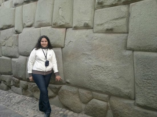 Samay Wasi Youth Hostels Cusco: piedra angular