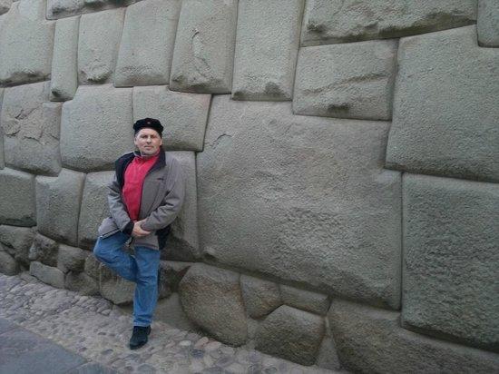 Samay Wasi Youth Hostels Cusco : piedra 12 angulos