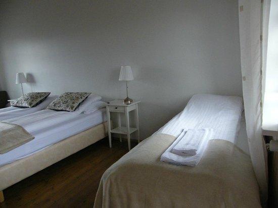 Hofsstadir Guesthouse: Triple room...