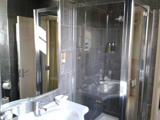 The Cawdor: Shower