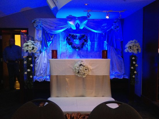 Ric's Grill: Wedding Altar - custom event decor