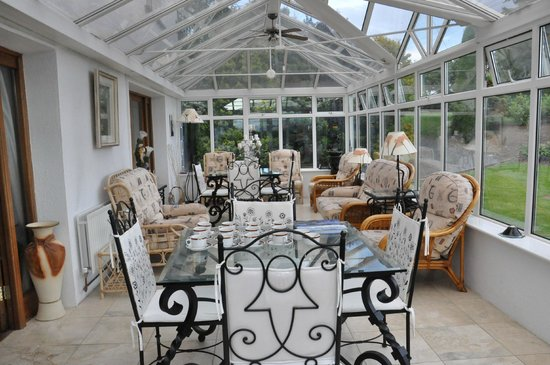 Glasha Farmhouse: Beautiful enclosed sunroom