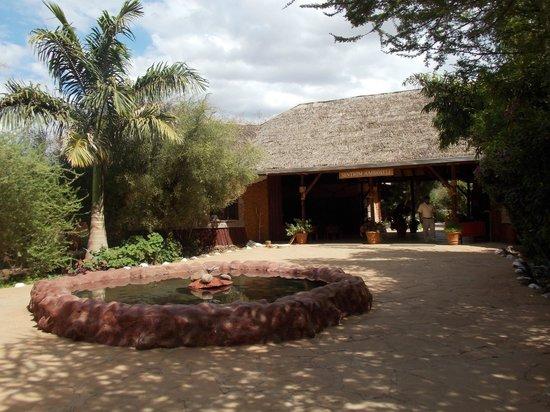 Sentrim Amboseli: L'entrée du camp