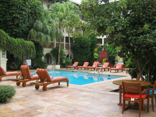 La Posada Hotel: One of two swimming pools within interior courtyard
