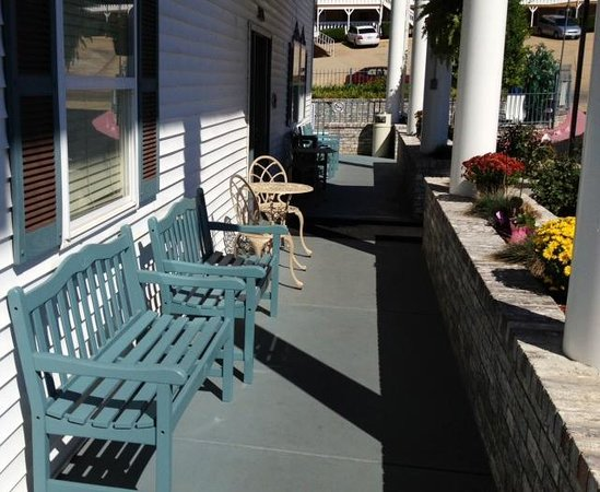 Branson Plantation Inn: More seating