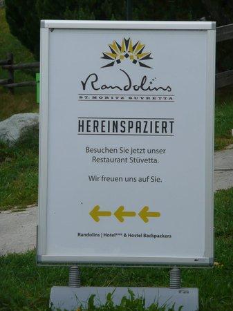 Berghotel Randolins: erste Begrüßung am Wegesrand