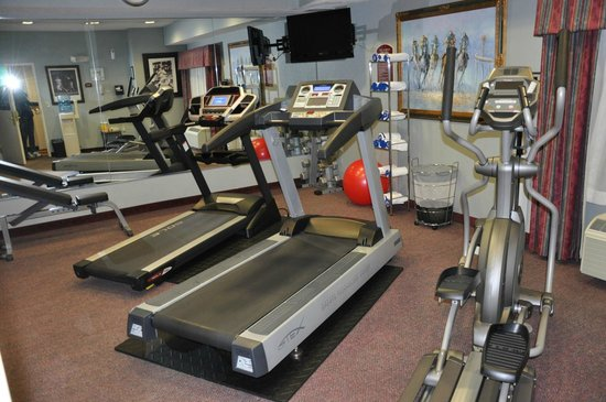 Holiday Inn Express Sharon/Hermitage: Gym - even includes some free weights (also towels and water)