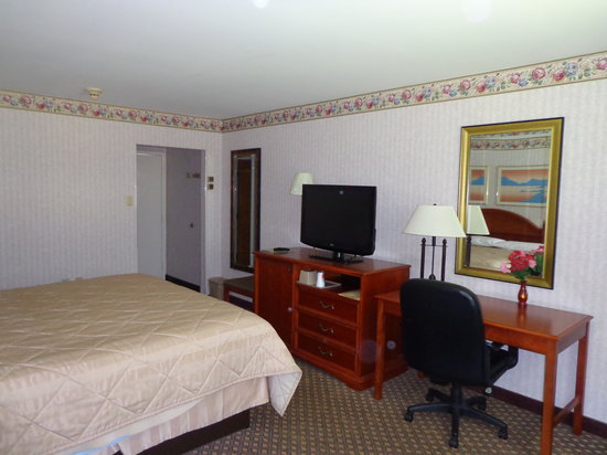 Rodeway Inn: One King Bed
