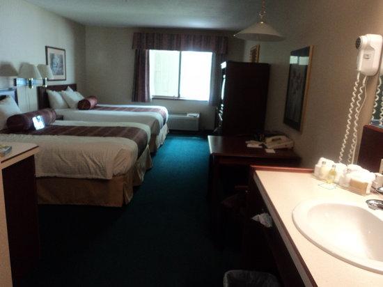 Rogue Regency Inn: Our room