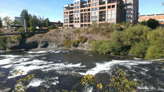 Relish! Spokane Food and Wine Tours: What a view...what a PRICE!  LOL!