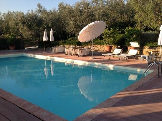La Casa Medioevale: A very nice swimming pool nearby the garden.