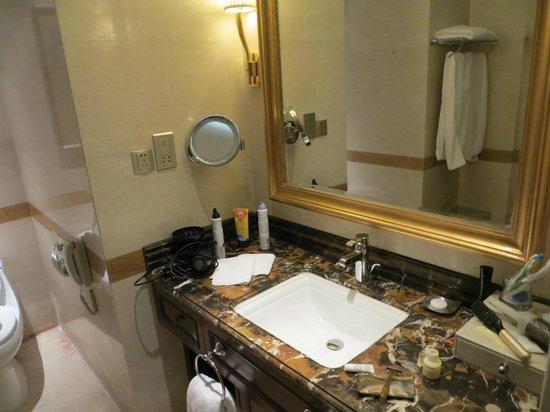 Grand Noble Hotel: Baño