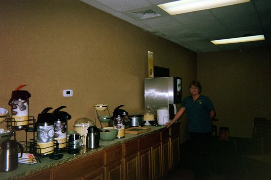 South Hutchinson, KS: Attendant Terri in the Breakfast Room