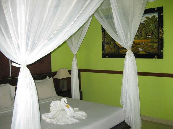 Kertiyasa Bungalow: Habitación
