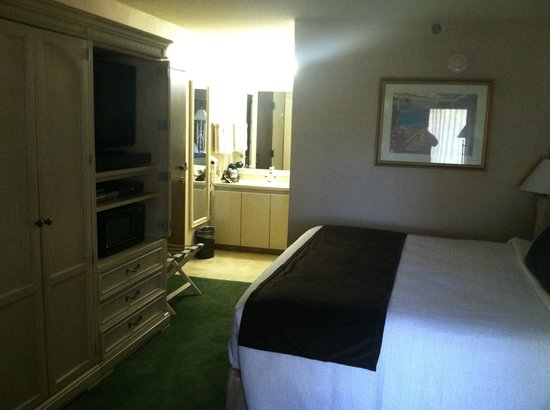 Best Western Plus South Coast Inn : Nicely furnished down stairs room