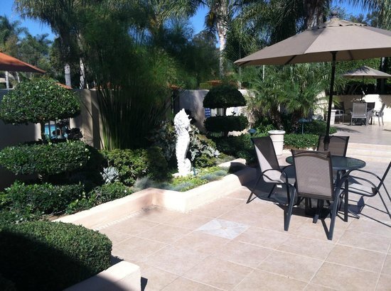 Best Western Plus South Coast Inn : Clean and nice patio area