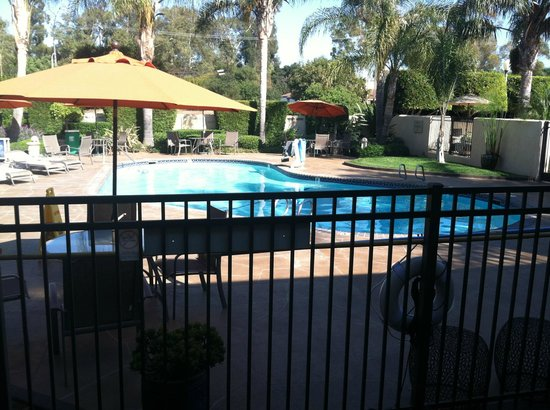 Best Western Plus South Coast Inn : Heated pool
