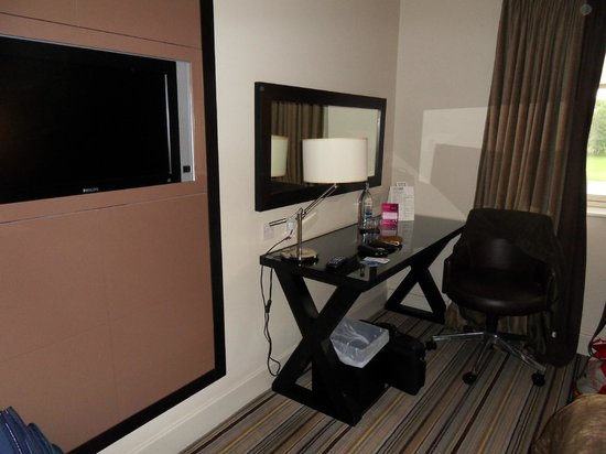 De Vere Staverton Estate: Built-in tv, desk for laptop.