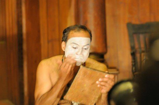 Kerala Kathakali Centre : Maquillage