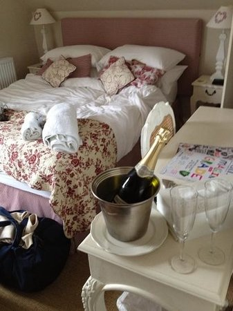 Brindleys Boutique B & B : Room 4 with prosecco