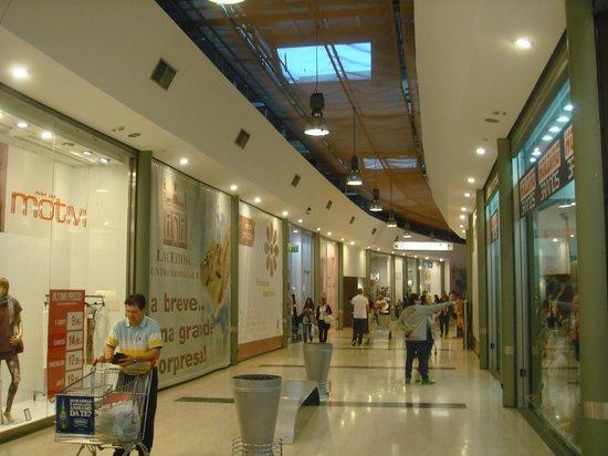 La galleria dei negozi picture of centro commerciale la for Centro commerciale campania negozi arredamento