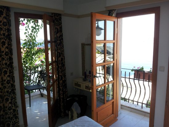 Hotel Begonvil : bedroom view