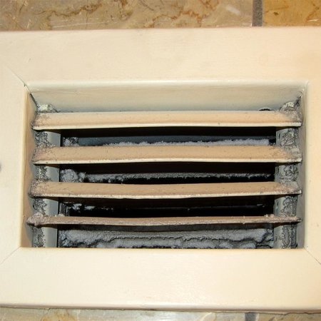 Chateau Elan Winery And Resort: Air vent that needs a thorough cleaning