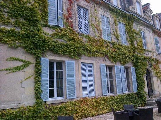 Chateau De Lalande: facciata esterna, sul giardino