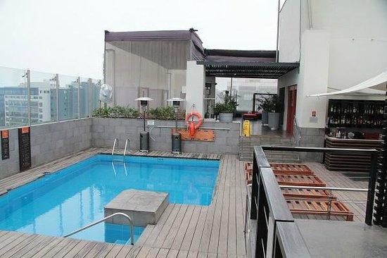 Radisson Hotel Decapolis Miraflores: Pool at the roof.