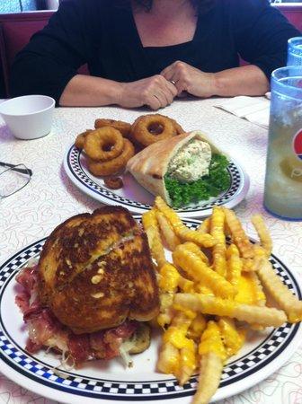 Deerwood Deli & Diner