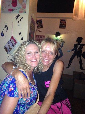 Bob's Bar: Mandy's cuddles!