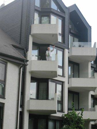 Hotel Moselblick: zijkant hotel