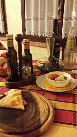 Trattoria il Braciere : schiacciata, giardiniera e vino
