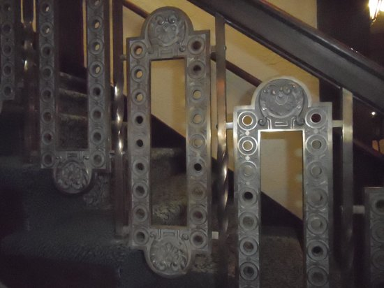 The Historic Santa Maria Inn: Deco stair railing
