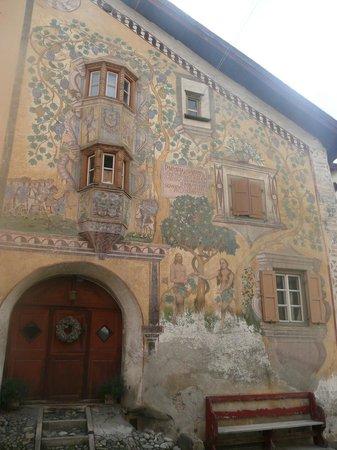 Ardez, Suisse : Teilansicht von Haus Cläglüna