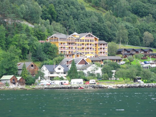 Grande Fjord Hotel: Hotel as seen from our kayak trip