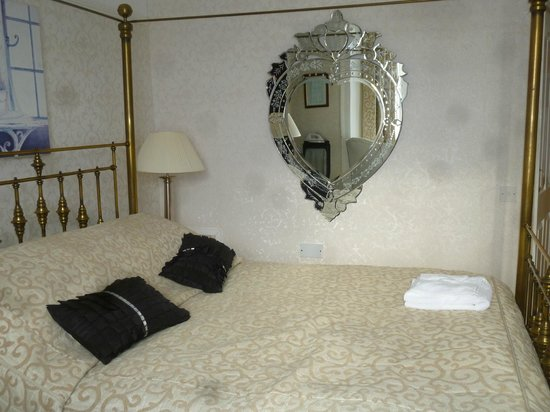 Gwesty'r Marine Hotel: lovely room