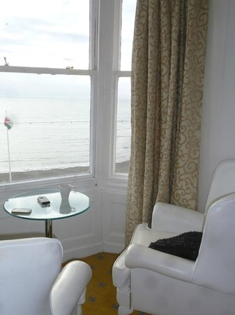 Gwesty'r Marine Hotel: oh I do like to be beside the seaside !