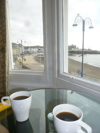 Gwesty'r Marine Hotel: room with a view