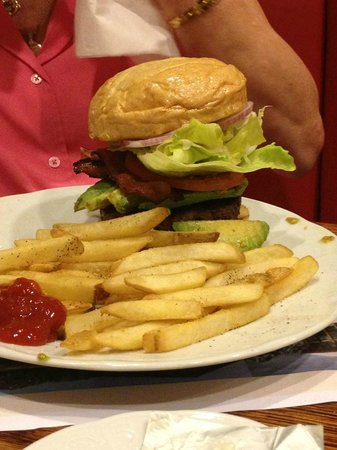 Little America Hotel: Now this is a hamburger!