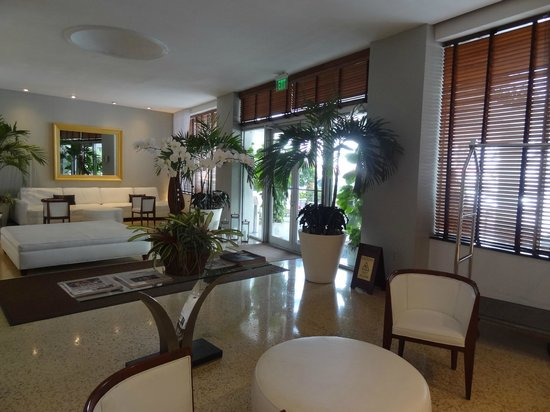 South Seas Hotel: hall