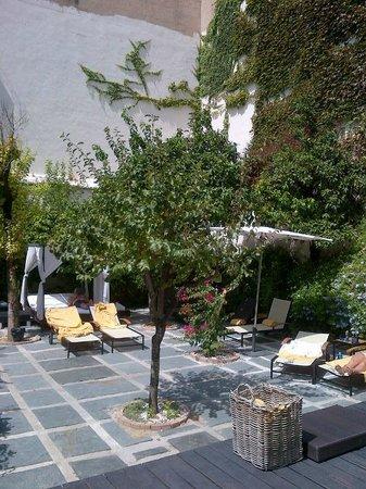Hospes Palacio del Bailio : zona piscina, molto accogliente