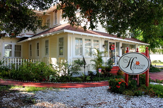 The Hibiscus House Bed & Breakfast: Beautiful front